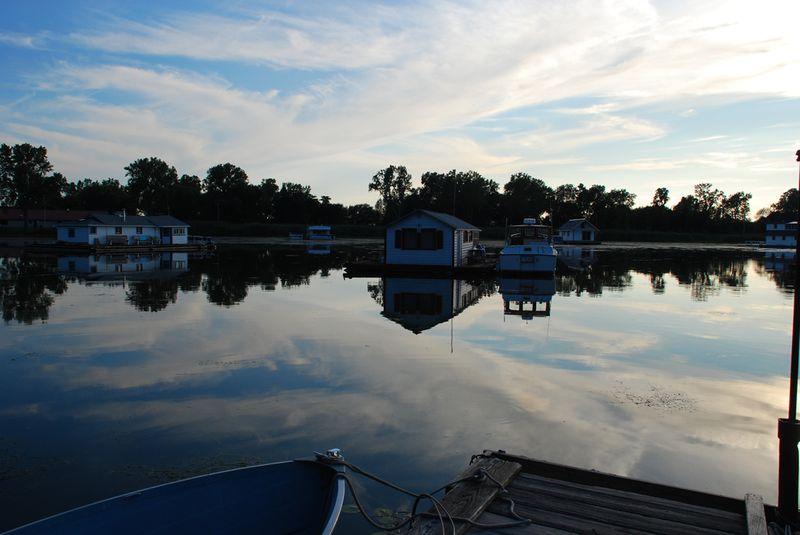 Presque isle houseboats sky